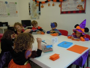 We made halloween vocabulary books.